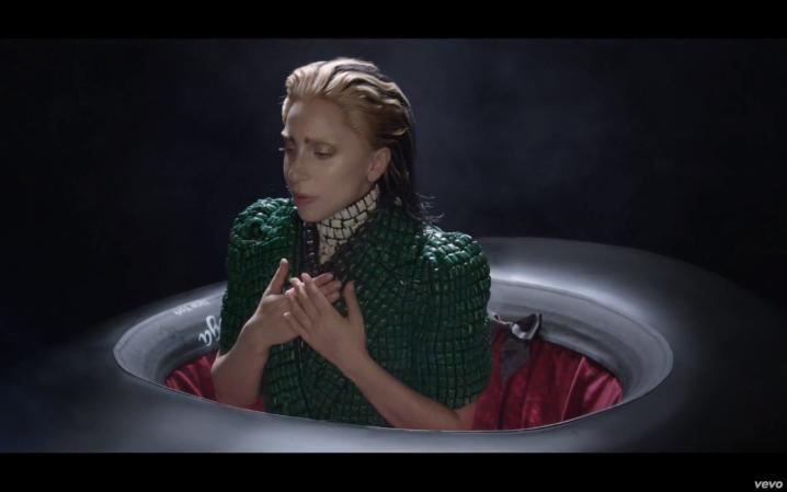 -Applause-Music-Video-lady-gaga-35345491-1680-1050