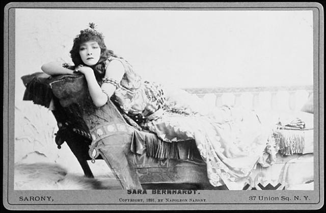 Napoleon Sarony, Sarah Bernhardt nei panni di Cleopatra
