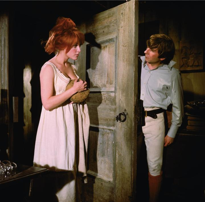 still-of-roman-polanski-and-sharon-tate-in-the-fearless-vampire-killers-(1967)-large-picture